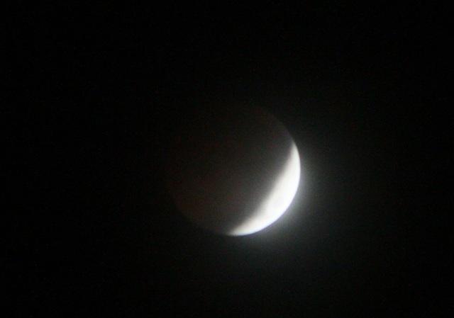 Nàng trăng dần dần biến mất