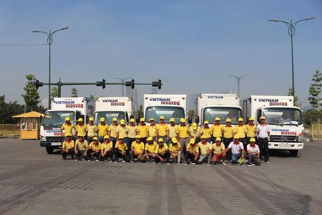 Đội ngũ nhân viên dịch vụ taxi tải chuyển nhà trọn gói giá rẻ TPHCM tại Vietnam Moving.