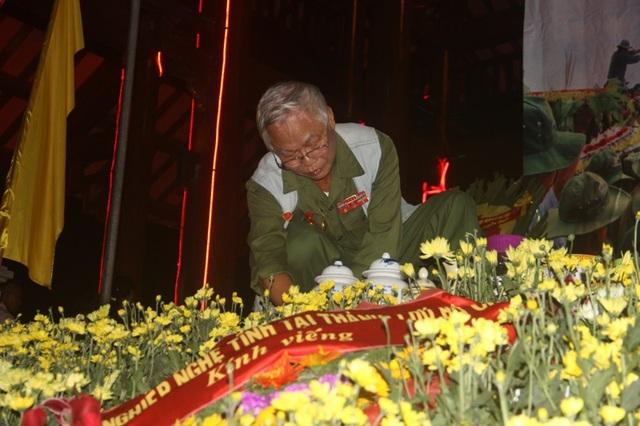 Cựu binh Lê Bá Dương - chiến sĩ Trung đoàn 27 Triệu Hải, tác giả bài thơ nổi tiếng  Lời người bên sông với rất nhiều hoạt động tri ân liệt sĩ