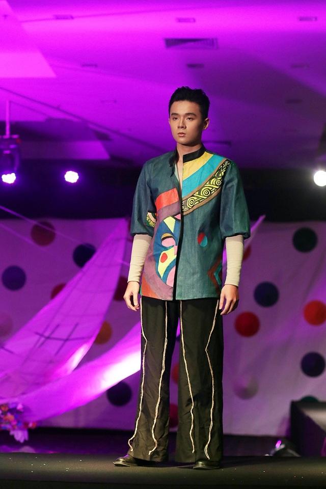 Ngắm thời trang từ nón quai thao, chuồng gà độc đáo của học sinh Hà Nội - 8