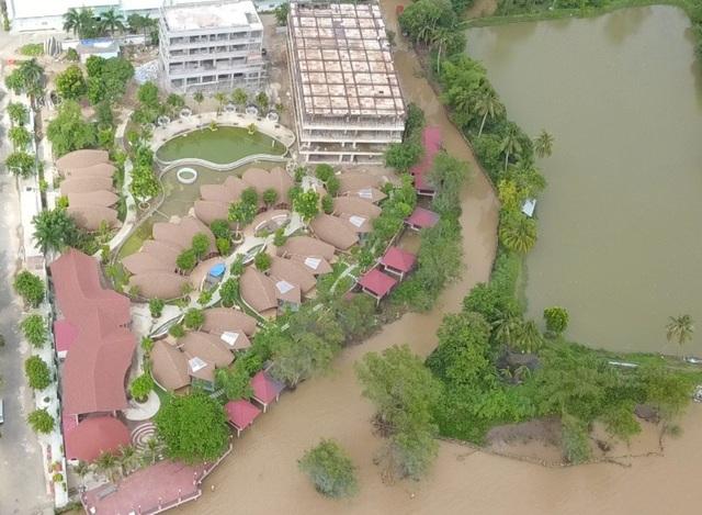 Toàn cảnh resort lấn sông của Công ty Linh Phương