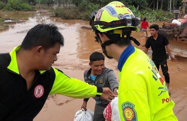 """Vụ vỡ đập thủy điện tại Lào: Đội cứu hộ Thái Lan """"trực chiến"""" cứu người gặp nạn - 2"""