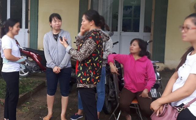 Nhiều giáo viên ở Thanh Oai (Hà Nội) đứng ngồi không yên vì sắp sửa bị cắt hợp đồng. (Ảnh: Đ.T)