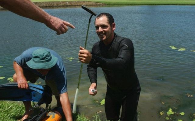 Mò hồ lặn bóng: Kiếm tiền từ thú đánh golf của đại gia - 1