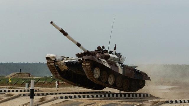 Trong cuộc so tài giữa các đội xe tăng, mỗi đội sẽ phải di chuyển và bao quát khu vực rộng 15 km trong thời gian ngắn nhất, kết hợp với việc tấn công các mục tiêu khác nhau, bao gồm các mẫu xe tăng khác, trực thăng và các hệ thống pháo tự hành. (Ảnh: RT)