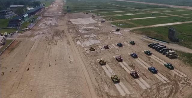 Các đội thi đại diện cho lực lượng quân sự của 20 quốc gia, trong đó có Nga, Trung Quốc, Ấn Độ, Syria và Iran, đã tham gia giải đấu xe tăng năm nay. Đây là lần thứ 6 giải đấu xe tăng được tổ chức. (Ảnh: RT)