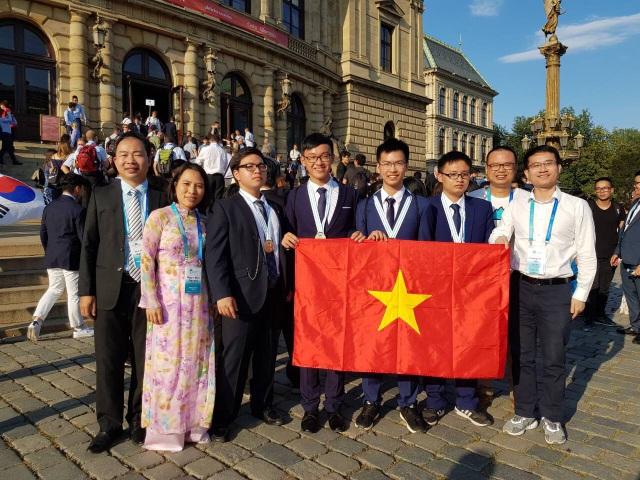 4 thí sinh trong đoàn đại diện Việt Nam tham dự Olympic Hóa học quốc tế 2018 đều đoạt huy chương.