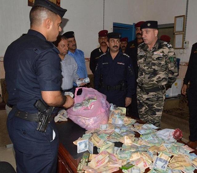 Trong ngôi nhà của một bà lão, người ta phát hiện một kho báu thực sự với hàng triệu dinar tiền Iraq.