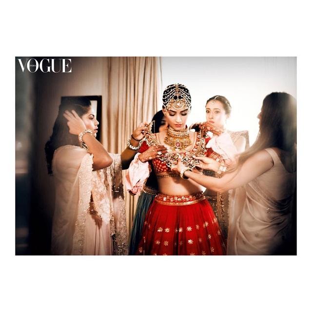 Những hình ảnh đẹp như mơ trong hôn lễ minh tinh Ấn Độ - 4