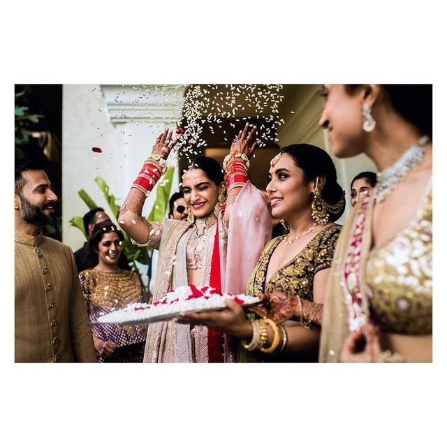 Những hình ảnh đẹp như mơ trong hôn lễ minh tinh Ấn Độ - 6