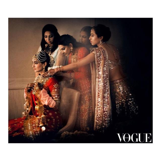 Những hình ảnh đẹp như mơ trong hôn lễ minh tinh Ấn Độ - 11