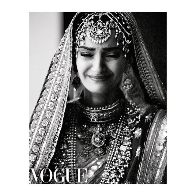 Những hình ảnh đẹp như mơ trong hôn lễ minh tinh Ấn Độ - 16