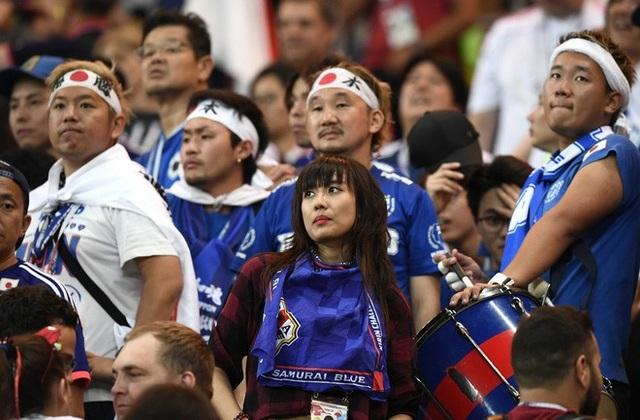 """Hàng triệu con tim người hâm mộ """"chết lặng"""" khi chứng kiến đội nhà thất bại trong một trận đấu nà họ hoàn toàn có thể đi tiếp."""