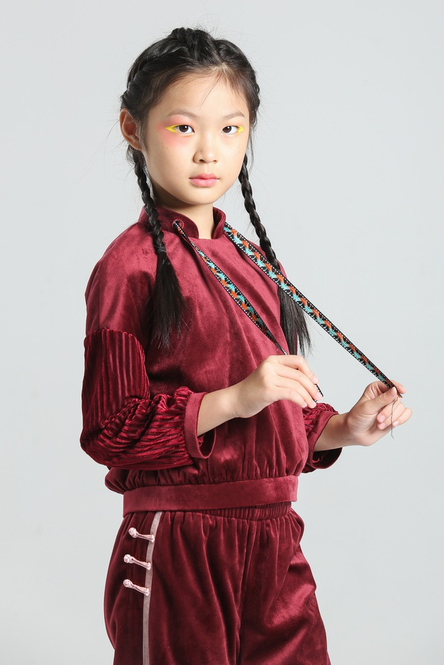 """Mẫu nhí 10 tuổi """"thần thái"""" như bản sao siêu mẫu số 1 châu Á - 14"""