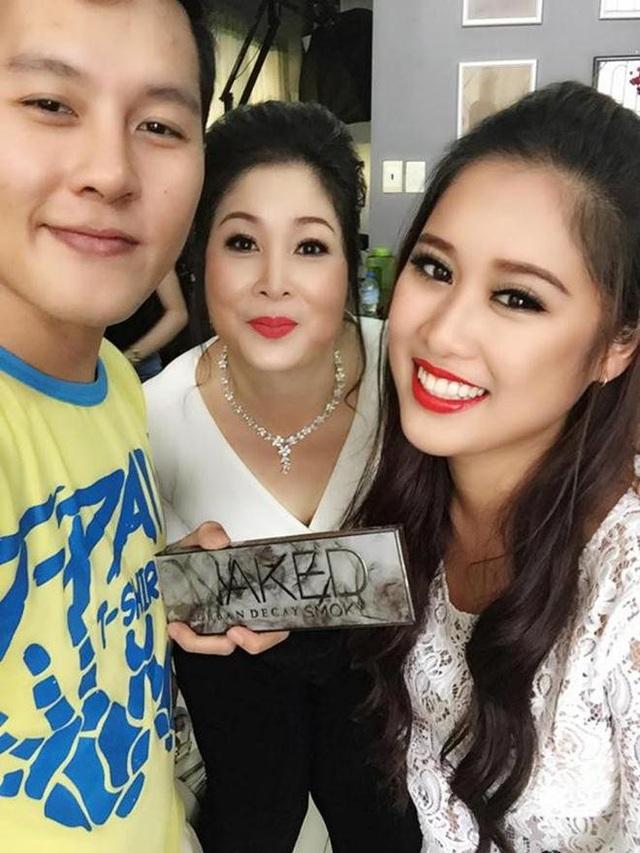 NSND Hồng Vân và con gái Xí Ngầu trong những ngày qua Mỹ dự đám cưới con.
