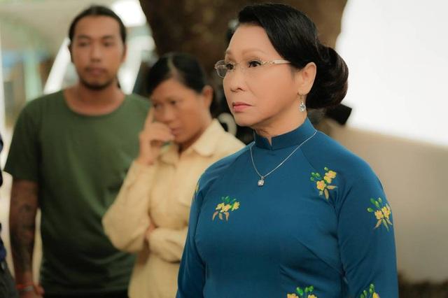 Ở tuổi ngoài 70, NSND Bạch Tuyết nhận lời tham gia phim điện ảnh sau nhiều năm vắng bóng khiến nhiều người bất ngờ.