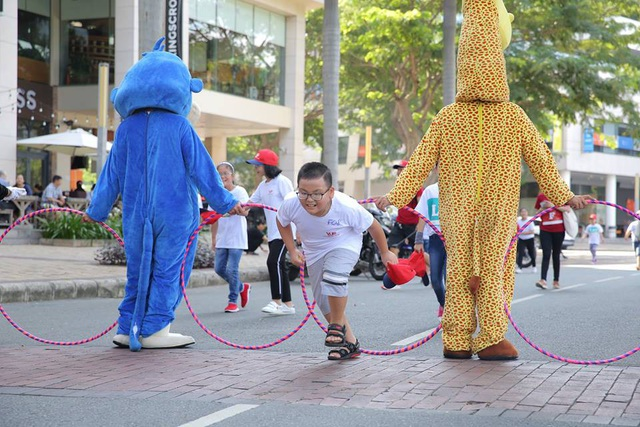 Sự kiện chạy bộ này thu hút các em nhỏ từ các cơ sở VUS tại khu vực Tp.HCM, Biên Hòa và Bình Dương.
