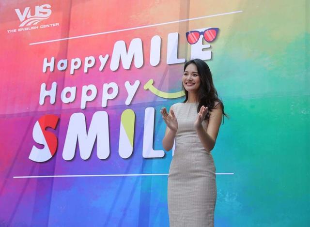 Hoa hậu đẹp nhất châu Á – Hương Giang – hiện đang là Giám đốc Phát triển của tổ chức Operation Smile, đến giao lưu và truyền tải thông điệp nhân văn đến với các em thiếu nhi. Cô chia sẻ đây là lần đầu tiên được tham gia sự kiện thú vị như vậy với sự quan tâm dành cho hoạt động thiện nguyện của đông đảo các em nhỏ.