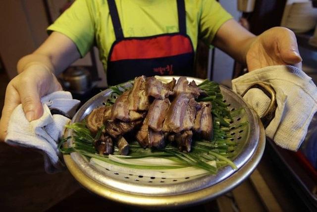 Món thịt chó truyền thống được chế biến kiểu Hàn Quốc