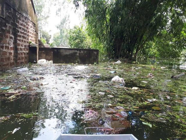 Hình ảnh rác thải bủa vây ở Nam Phương Tiến (Hà Nội)