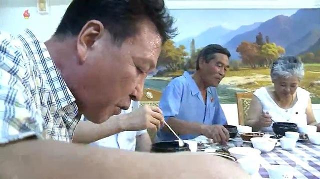 Người Triều Tiên vẫn giữ thói quen ăn thịt chó để giải nhiệt mùa hè