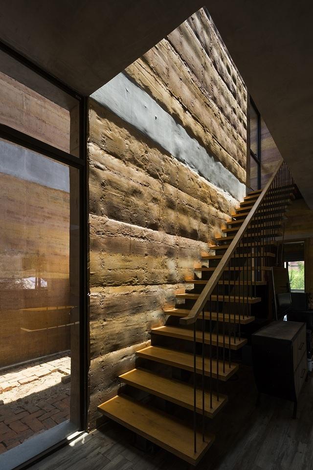 Tổng thể công trình đạt được sự mới lạ trong vật liệu, sự hiện đại, tiện dụng trong công năng, sự thân thiện trong cảnh quan và phong cách kiến trúc.