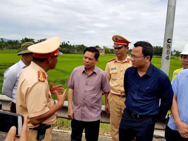 Bộ trưởng GTVT Nguyễn Văn Thể thị sát hiện trường vụ tai nạn