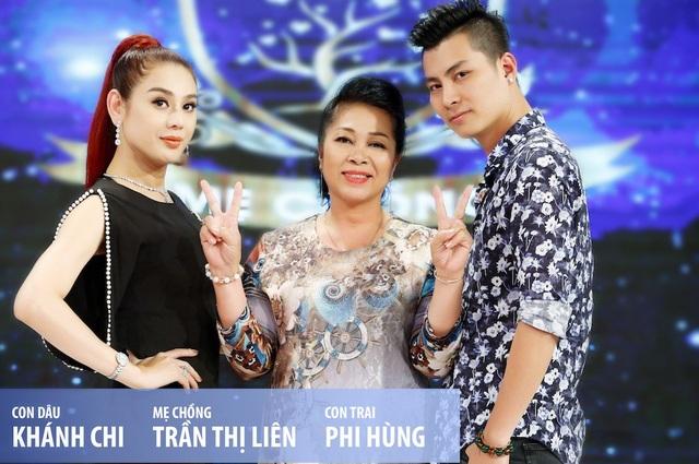 Trải qua nhiều thăng trầm trong cuộc sống, ca sĩ chuyển giới Lâm Khánh Chi đã tìm được một nửa của mình và xây dựng gia đình. Vị hôn phu của Khánh Chi là Phi Hùng, kém cô 8 tuổi.