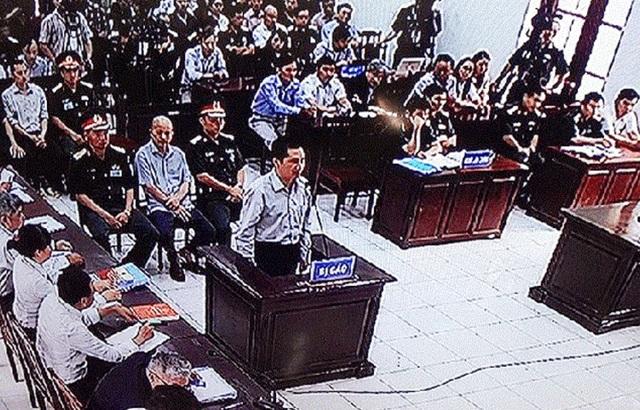 Bị cáo Trần Văn Lâm trả lời HĐXX.