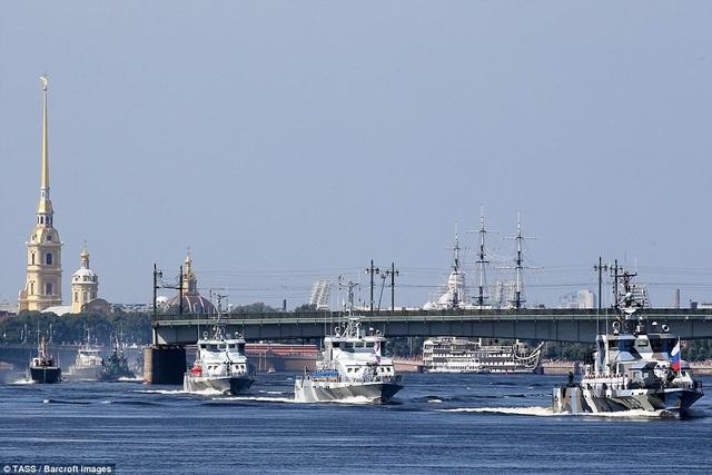 Một lễ duyệt binh kỷ niệm Ngày Hải quân cũng được tổ chức tại cảng Tartus của Syria nơi lực lượng hải quân Nga đang đồn trú. (Ảnh: TASS)