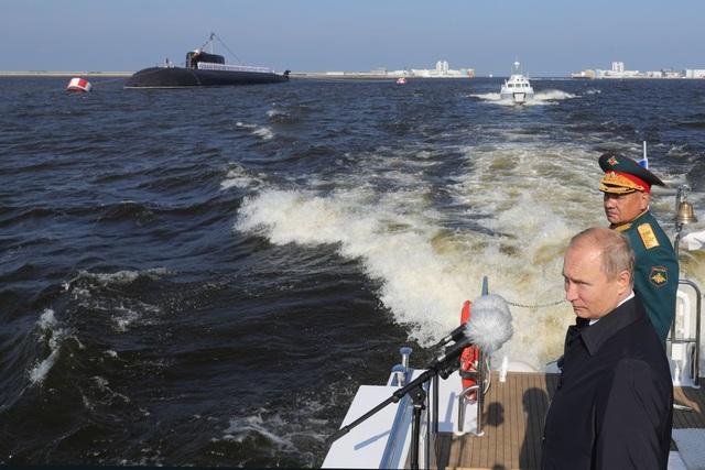 Nhà lãnh đạo Nga khẳng định sẽ tiếp tục tăng cường sức mạnh của lực lượng hải quân bằng việc trang bị thêm các tàu chiến mới. Ông cũng ca ngợi tinh thần quả cảm và khả năng sẵn sàng chiến đấu của hải quân Nga. (Ảnh: Sputnik)