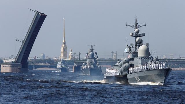 Các tàu chiến tham gia lễ duyệt binh tại St. Petersburg thuộc biên chế của Hạm đội Baltic, Biển Bắc, Biển Đen và Caspian. (Ảnh: Reuters)