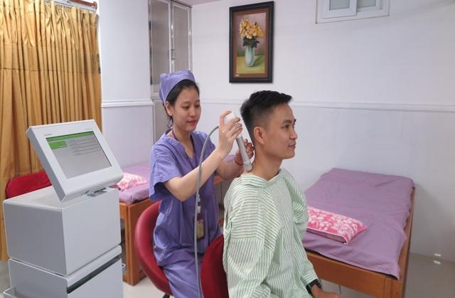 Điều trị bằng sóng xung kích giúp giảm đau vùng vai gáy, giảm co cứng