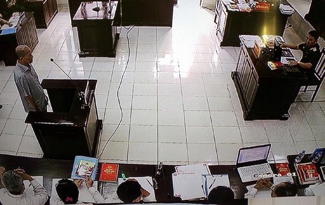 Bị cáo Đinh Ngọc Hệ tại phiên xử sáng nay (30/7)