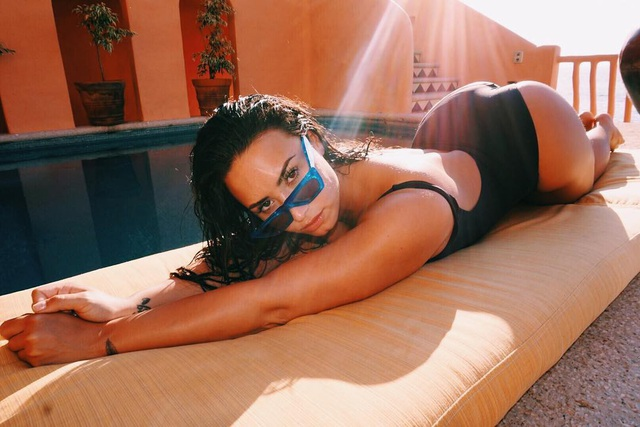 Sau tin đồn sốc thuốc, Demi Lovato vẫn sốt cao trong viện - 3