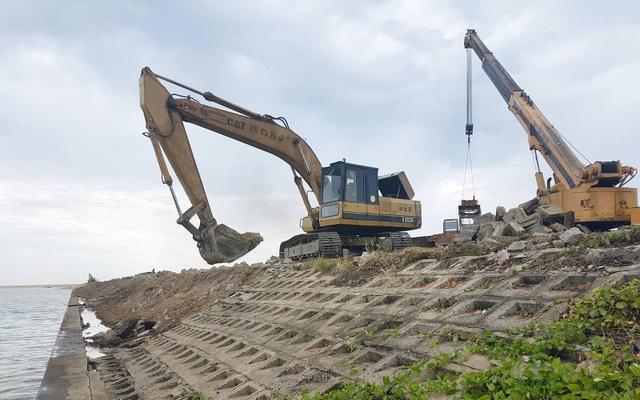 Việc sửa chữa 1,1 km kè bờ nam tiêu tốn gần 56 tỷ đồng