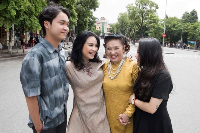 Theo mẹ của diva Thanh Lam, dù để cho nhạc sĩ Quốc Trung nuôi con sau khi chia tay nhưng Thanh Lam vẫn chu cấp cho các con hàng tháng. Ngoài ra, các con mong muốn điều gì chính đáng, Thanh Lam cũng sẵn sàng đáp ứng.