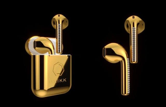 Tai nghe AirPods mạ vàng 24K có giá trên 10.000 USD.