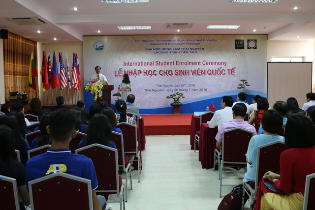 PGS.TS. Trần Văn Điền - Hiệu trưởng Nhà trường phát biểu khai mạc trong buổi lễ nhập học.
