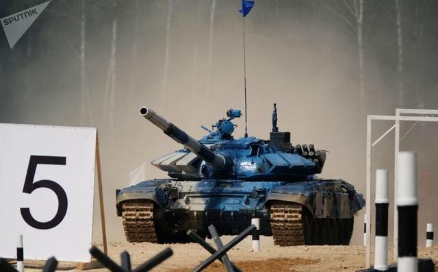 Tank biathlon-2018 là giải đấu thường niên do Bộ Quốc phòng Nga tổ chức để cải thiện kỹ năng chiến đấu của các đội xe tăng. (Ảnh: Sputnik)