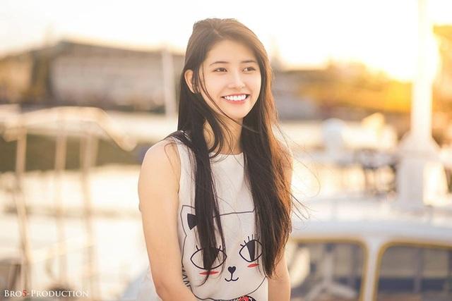 Thời gian qua, Thu Uyên đã nhận nhiều lời mời tham gia làm người mẫu, diễn viên trong các bộ phim ngắn giành cho giới trẻ. Đặc biệt, bên cạnh việc học, cô nàng còn kinh doanh mỹ phẩm và mong muốn tương lai có một thương hiệu làm đẹp của riêng mình.