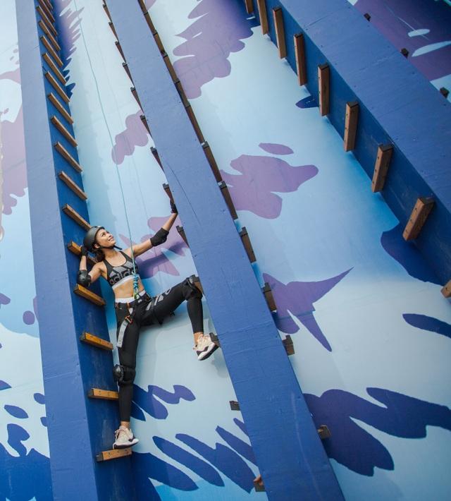 """Giữ nguyên sự phấn khích, """"cô giáo Thủy"""" tiếp tục """"cheo leo"""" qua Bức tường nhện"""