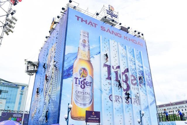 Những hình ảnh thú vị ấy của Mâu Thủy diễn ra ở Bức tường Tiger tại Đà Nẵng.