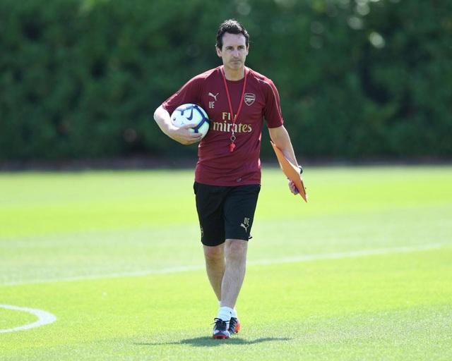 Tân HLV Unai Emery đã ký hợp đồng với CLB Arsenal vào cuối tháng năm vừa qua, ông đã bắt tay ngay vào công việc mới nhưng phải tới đầu tháng 7 chiến lược gia người Tây ban Nha mới