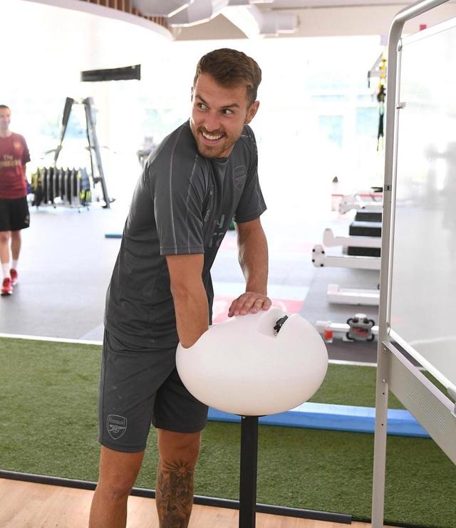 Tiền vệ Aaron Ramsey, cầu thủ người xứ Wales đã từ chối mọi lời mời chào để tiếp tục ở lại Arsenal
