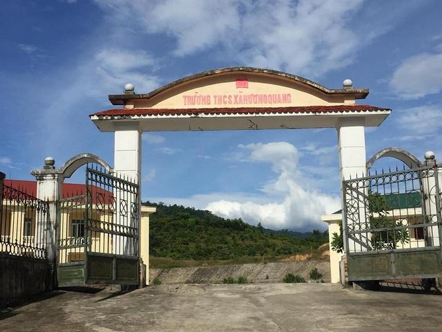 Thực hiện chủ trương di dời tái định cư cho người dân vùng lòng hồ Ngàn Trươi - Cẩm Trang, năm 2011, dự án Trường THCS Hương Quang được triển khai với nguồn vốn đầu tư 16,2 tỷ đồng trong khuôn viên hơn 1 ha với các hạng mục khá đồng bộ, hiện đại gồm 1 dãy nhà học 2 tầng 6 phòng, 1 nhà hiệu bộ 8 phòng và nhà ở công vụ, nhà để xe, cổng, khuôn viên, hàng rào, đường nội bộ...