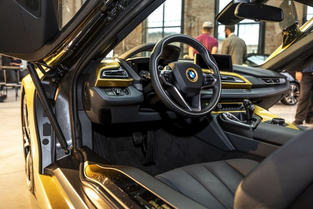 BMW trộn bột vàng vào sơn xe i3 và i8 - 10