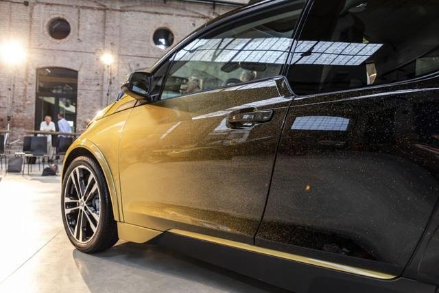 BMW trộn bột vàng vào sơn xe i3 và i8 - 2