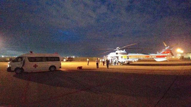 Xe cấp cứu cùng đội ngũ y bác sĩ bệnh viện 175 túc trực đón bệnh nhân về điều trị