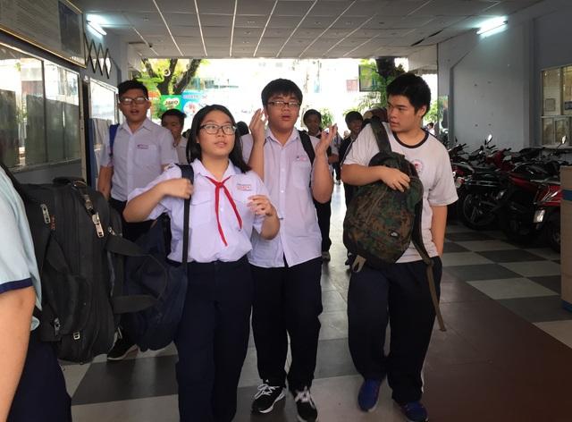 Học sinh hoàn thành kỳ thi vào lớp 10 công lập của TPHCM